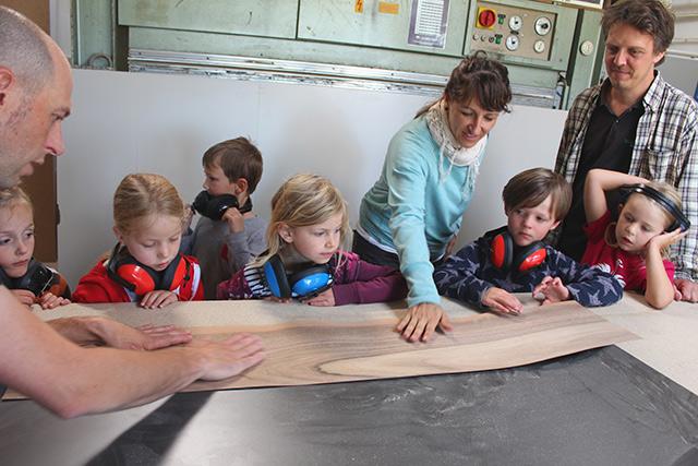 Besuch der Schulanfänger vom Waldkinderagrten · Schreinerei Bührer, Freiamt · Bild Nr.1
