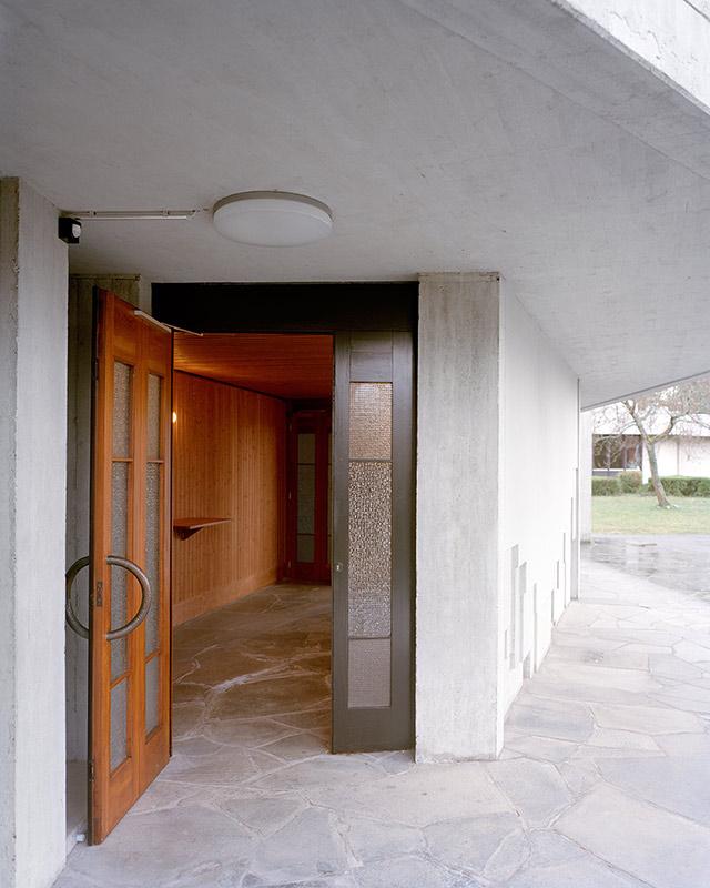 Überarbeitete Eingangstür