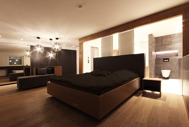 Bad mit Schlafbereich auf offenem Grundriss · Schreinerei Bührer, Freiamt · Bild Nr.7