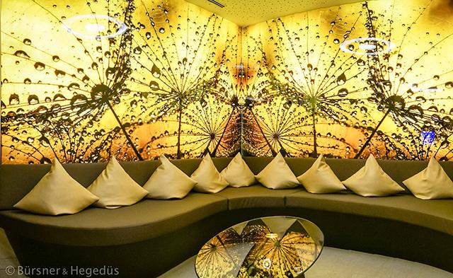 Beleuchtete Glaswand, inkl. Einbauprofile und LED-Technik