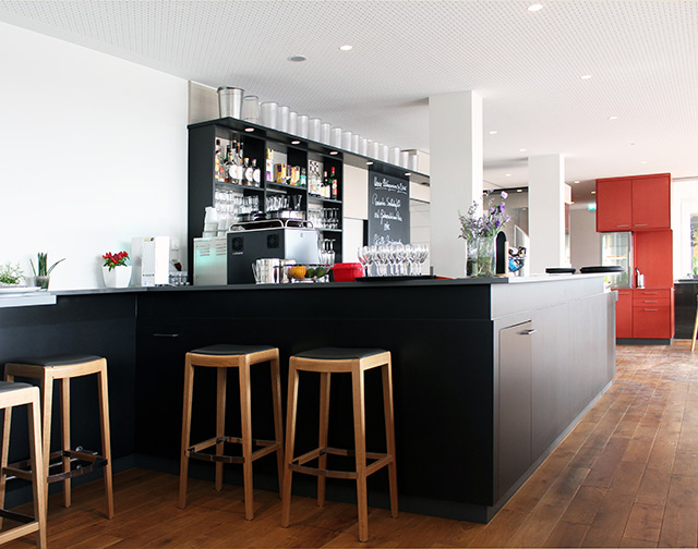Restaurant Mistral am Flugplatz Freiburg · Schreinerei Bührer, Freiamt · Bild Nr.1