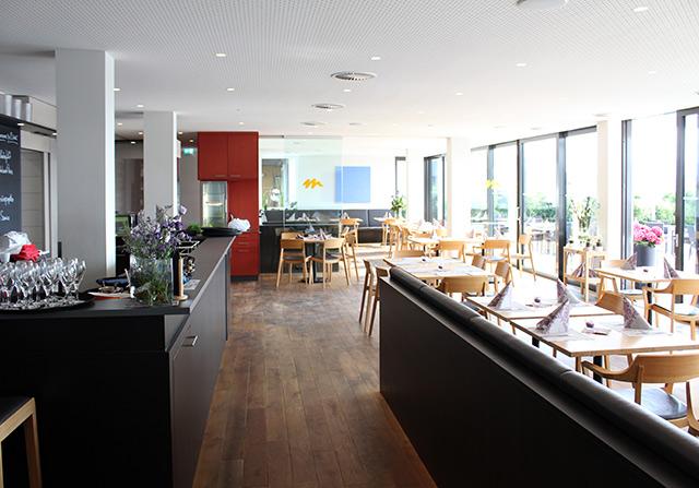 Restaurant Mistral am Flugplatz Freiburg · Schreinerei Bührer, Freiamt · Bild Nr.7