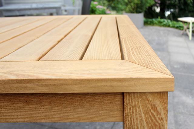 Massiver Rolltisch für den Aussenbereich in Akazie · Schreinerei Bührer, Freiamt · Bild Nr.2