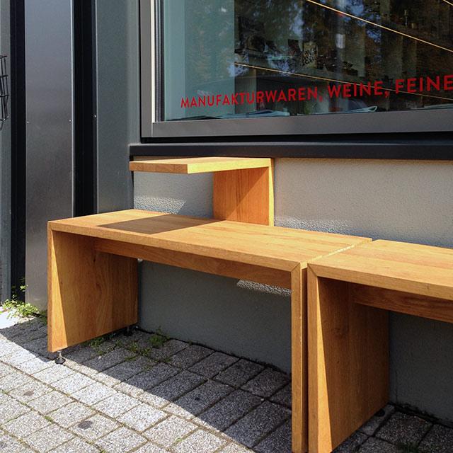 Sitzbank mit Getränkeabsteller · Schreinerei Bührer, Freiamt · Bild Nr.2