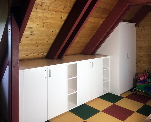 Stauraumschrank unter Dachschräge · Schreinerei Bührer, Freiamt · Bild Nr.1