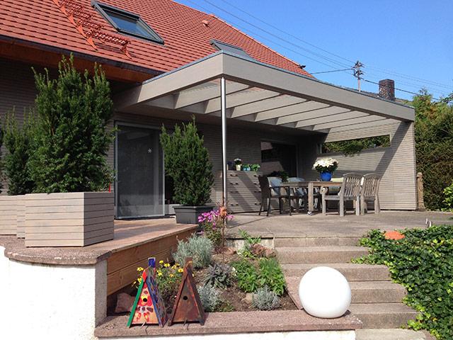 Neugestaltung der Verkleidung und Überdachung einer Terrasse · Schreinerei Bührer, Freiamt · Bild Nr.1