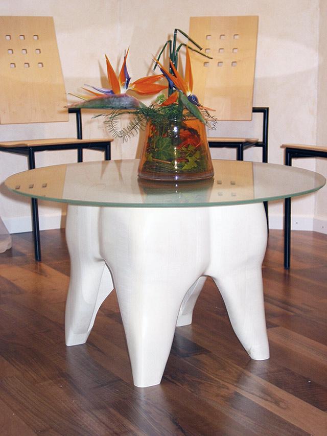 Zahnarzt-Wartezimmer Tisch · Schreinerei Bührer, Freiamt · Bild Nr.1