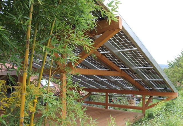 Terrasssenüberdachung mit Photovoltaikelementen · Schreinerei Bührer, Freiamt · Bild Nr.3