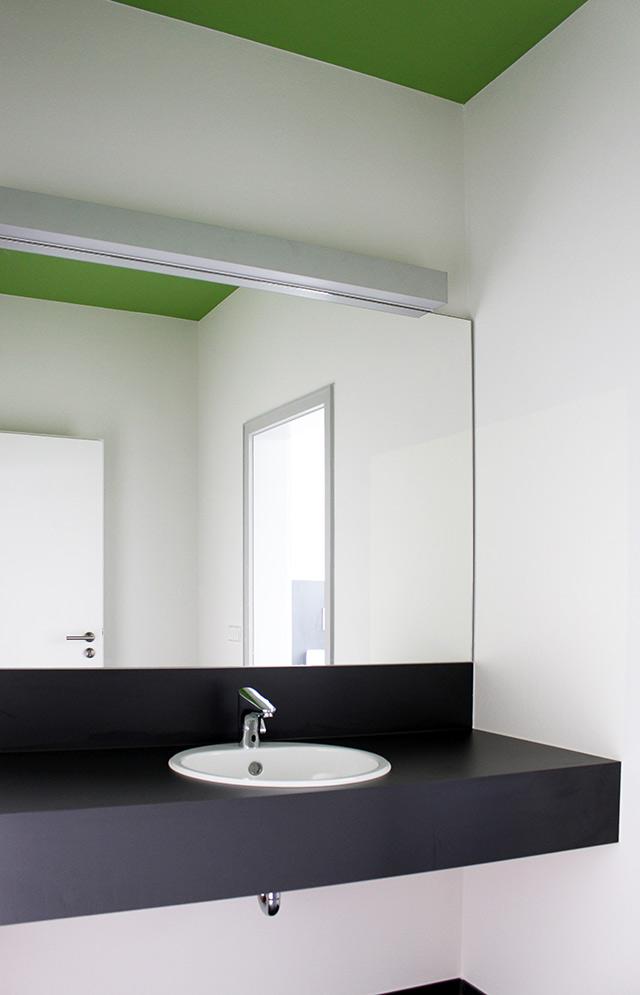 Besucher-WCs der Fa. Schwarzwaldmilch GmbH  · Schreinerei Bührer, Freiamt · Bild Nr.1