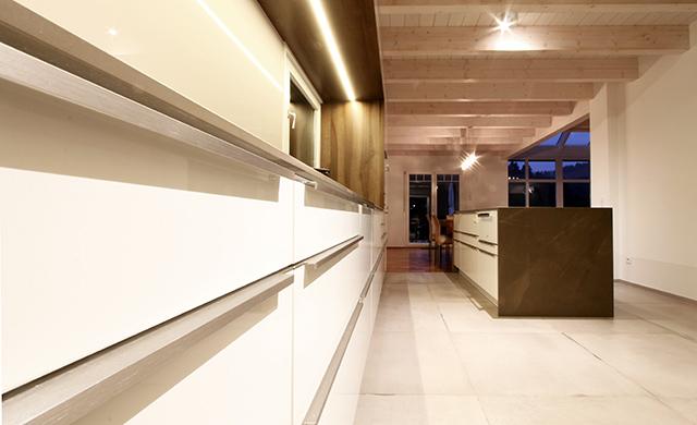 Großzügige Wohnküche mit Sitzecke · Schreinerei Bührer, Freiamt · Bild Nr.9