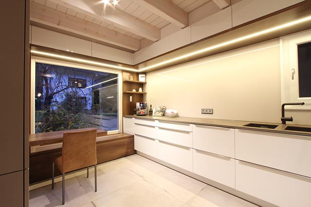 Großzügige Wohnküche mit Sitzecke · Schreinerei Bührer, Freiamt · Bild Nr.8