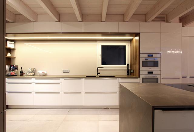 Großzügige Wohnküche mit Sitzecke · Schreinerei Bührer, Freiamt · Bild Nr.11