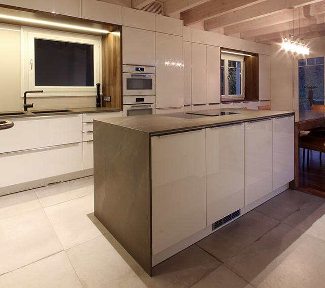 Großzügige Wohnküche mit Sitzecke · Schreinerei Bührer, Freiamt · Bild Nr.3